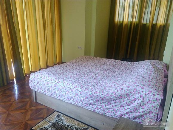 Квартира возле моря с евроремонтом, 3х-комнатная (40062), 001