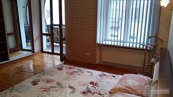 Квартира для 6 человек возле Оперного театра, 3х-комнатная (49928), 002