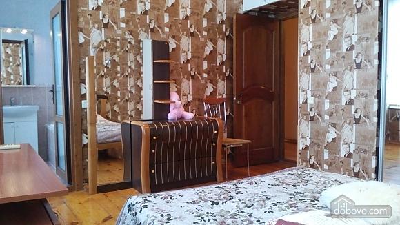 Квартира для 6 человек возле Оперного театра, 3х-комнатная (49928), 005