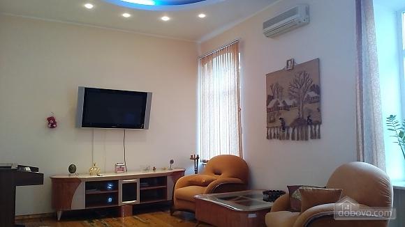 Квартира для 6 человек возле Оперного театра, 3х-комнатная (49928), 010