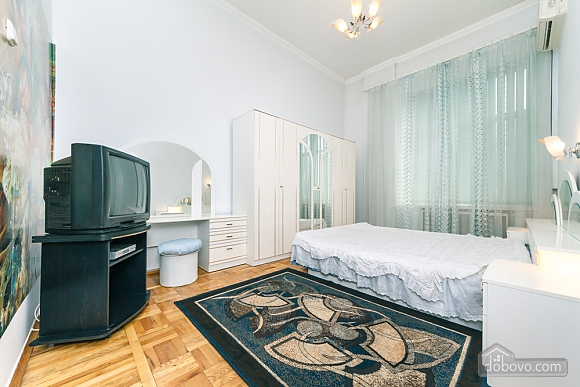 Spacious apartment on Lvivska square, Zweizimmerwohnung (40707), 007