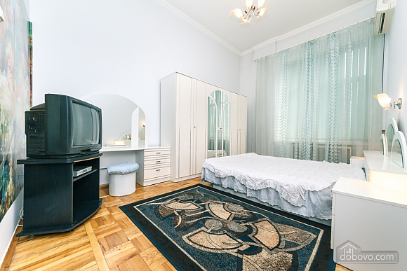 Spacious apartment on Lvivska square, Zweizimmerwohnung (40707), 002