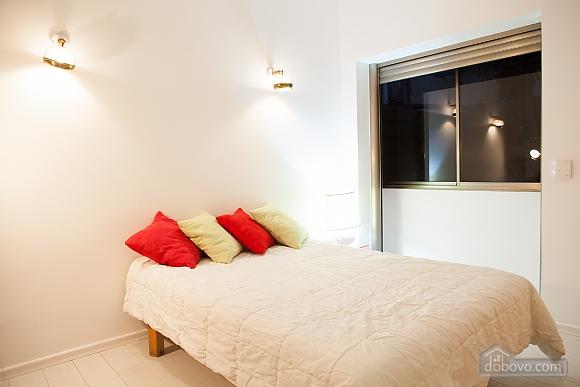 Frishman Garden, Two Bedroom (78927), 035