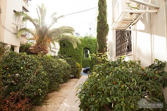 Frishman Garden, Two Bedroom (78927), 040