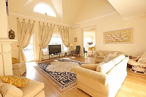 Luxury villa with lake in the yard, Six (+) chambres, 002