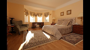 Luxury villa with lake in the yard, Six (+) chambres, 010