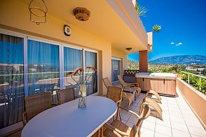 Modern apartment in Malibu mansion, Dreizimmerwohnung, 003