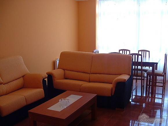 Pisos Buno, Tre Camere (20051), 002