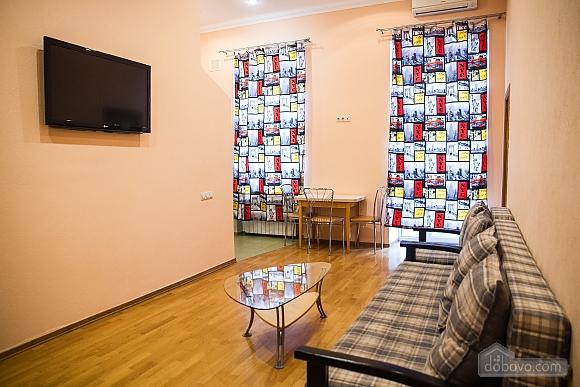 Квартира в центре города, 3х-комнатная (75001), 005