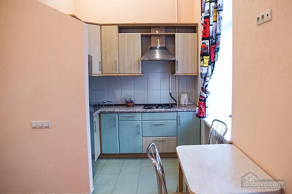 Квартира в центре города, 3х-комнатная (75001), 008