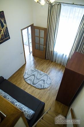 Квартира в центре города, 3х-комнатная (75001), 010