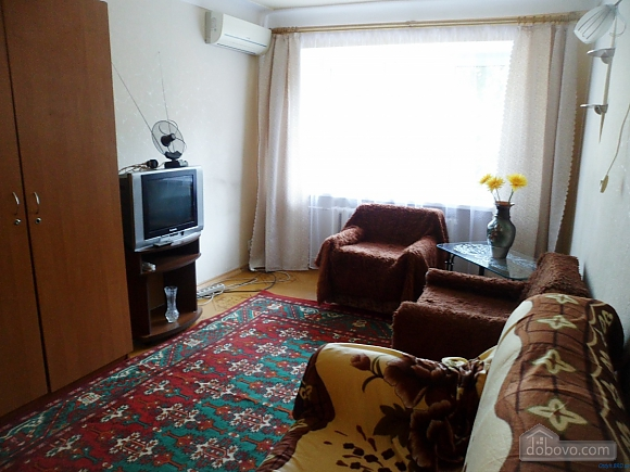 Apartment in Berdyansk, Due Camere (98810), 002