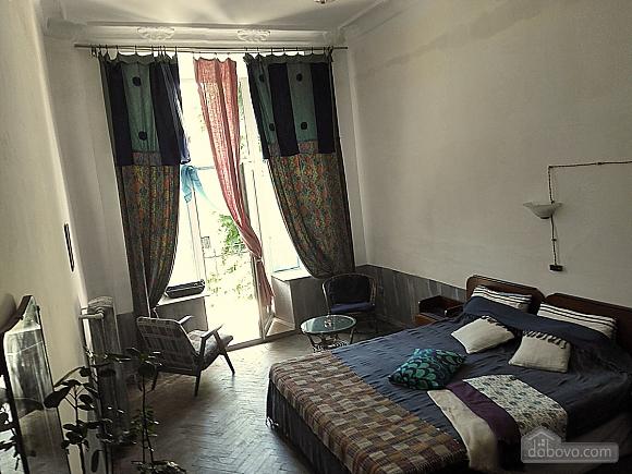 Room in the center (AA), Studio (50866), 001