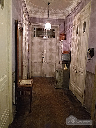 Room in the center (AA), Studio (50866), 010