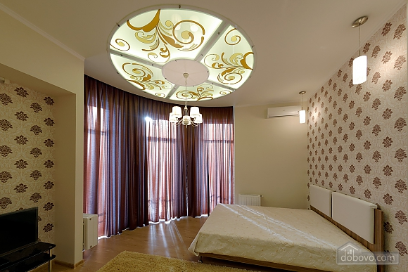 Apartment in the center of Odessa, Three Bedroom (33444), 002