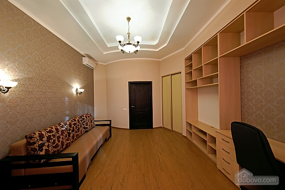 Apartment in the center of Odessa, Three Bedroom (33444), 007