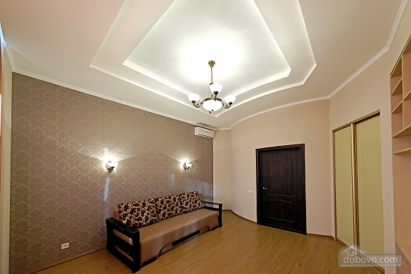 Apartment in the center of Odessa, Three Bedroom (33444), 008