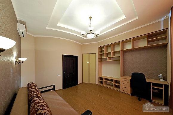 Apartment in the center of Odessa, Three Bedroom (33444), 009