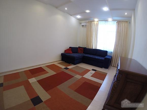 Затишна квартира в Одесі, 2-кімнатна (63596), 003