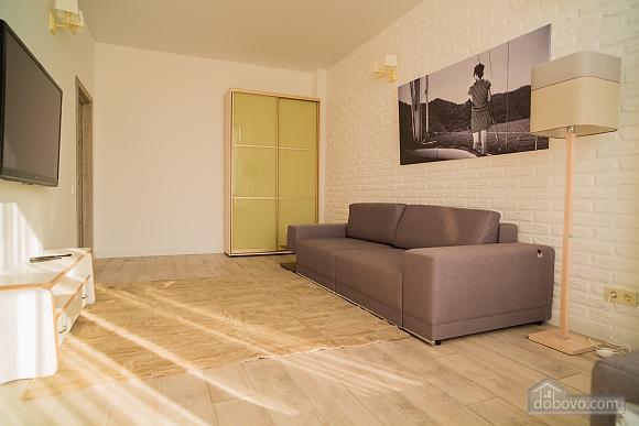 Затишна світла квартира, 2-кімнатна (24609), 004