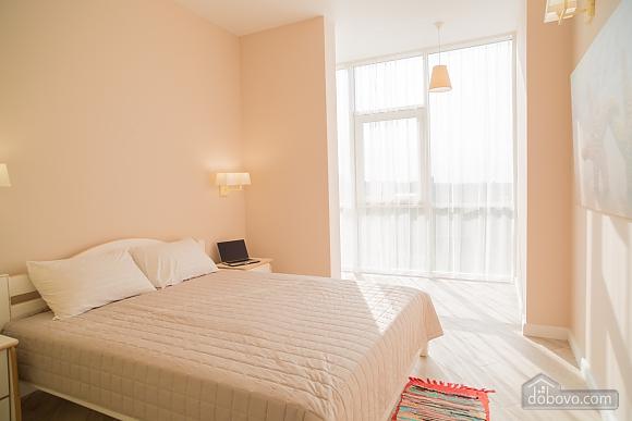 Затишна світла квартира, 2-кімнатна (24609), 002