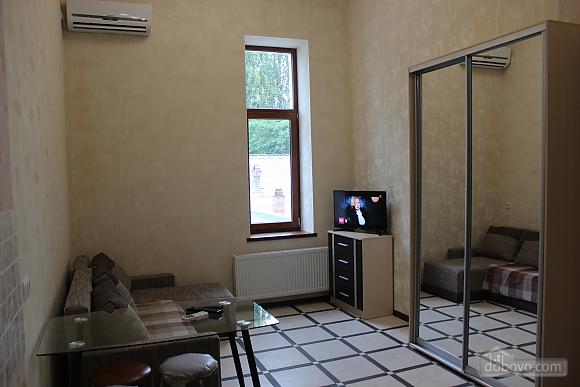 Odessa, Studio (22486), 004