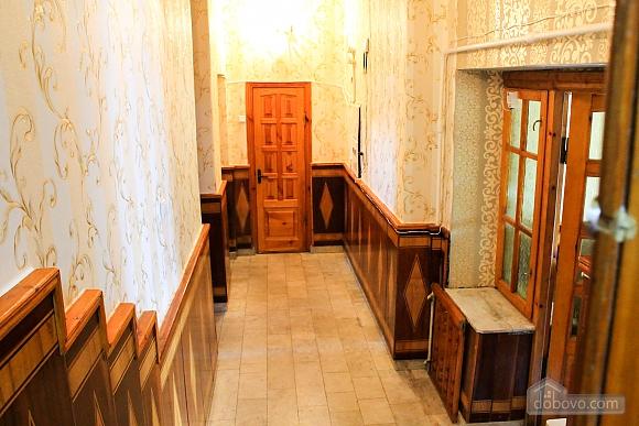 Shevchenka, Studio (60870), 010