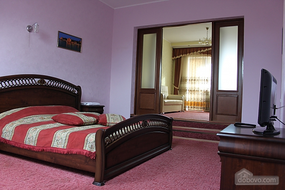 VIP apartment with kitchen in the private hotel in Gagarin park, Due Camere (66198), 002