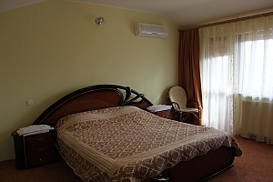 VIP apartment with kitchen in the private hotel in Gagarin park, One Bedroom, 001