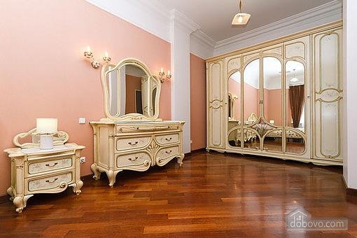 VIP квартира с джакузи, 2х-комнатная (94803), 002