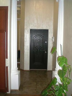 Квартира біля Майданe Незалежності, 3-кімнатна, 012