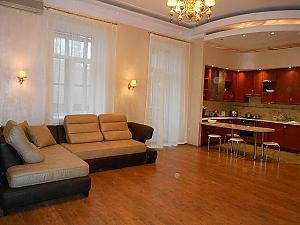 Квартира біля Майданe Незалежності, 3-кімнатна, 001