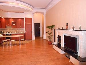 Квартира біля Майданe Незалежності, 3-кімнатна, 003