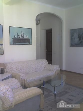 Квартира в центре города, 2х-комнатная (67204), 002