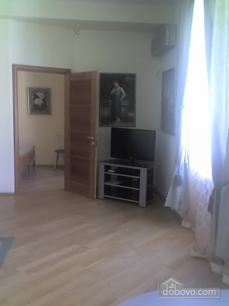 Квартира в центре города, 2х-комнатная (67204), 004