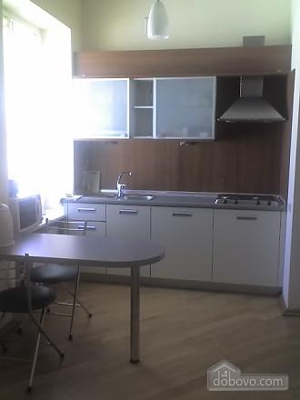 Квартира в центре города, 2х-комнатная (67204), 006