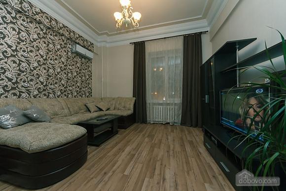 Квартира в центрі, 2-кімнатна (31990), 002