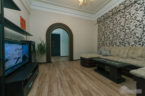 Квартира в центрі, 2-кімнатна (31990), 003