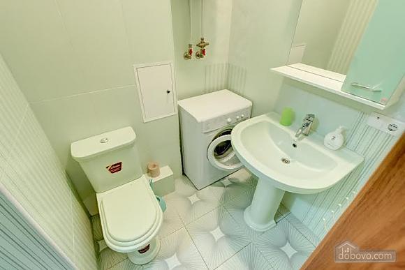 Квартира с ремонтом в центре, 3х-комнатная (46832), 003