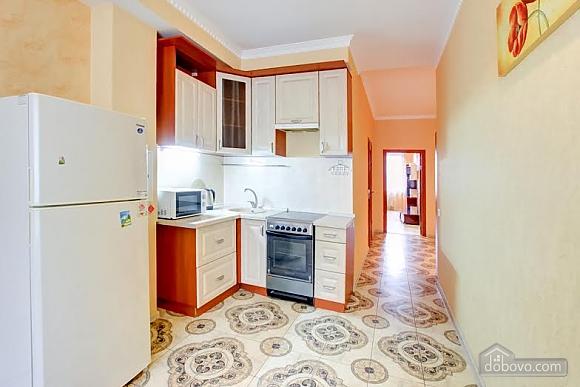 Квартира с ремонтом в центре, 3х-комнатная (46832), 004