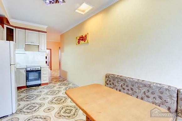 Квартира с ремонтом в центре, 3х-комнатная (46832), 005
