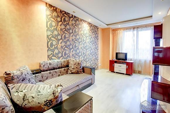 Квартира с ремонтом в центре, 3х-комнатная (46832), 007