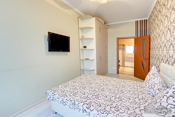 Квартира с ремонтом в центре, 3х-комнатная (46832), 009