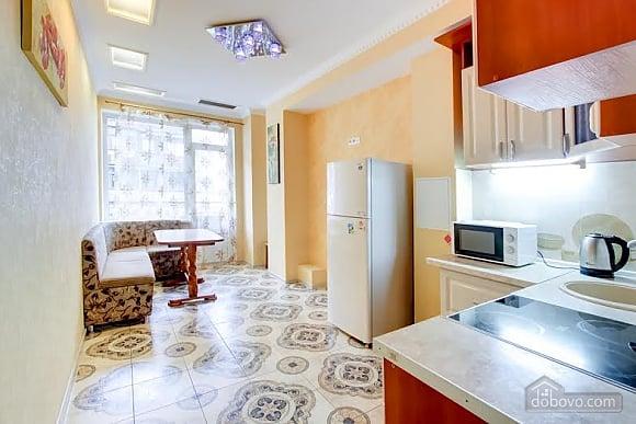 Квартира с ремонтом в центре, 3х-комнатная (46832), 002