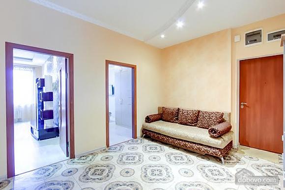 Квартира с ремонтом в центре, 3х-комнатная (46832), 011