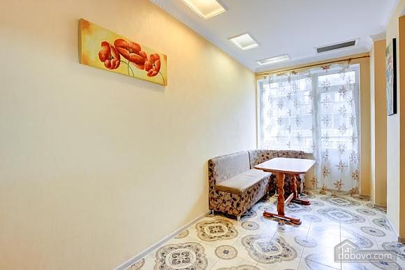 Квартира с ремонтом в центре, 3х-комнатная (46832), 012