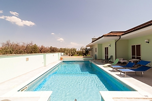 Villa with pool and spacious garden, Zweizimmerwohnung, 003