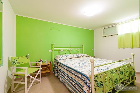 Вилла с бассейном и просторным садом, 2х-комнатная (85365), 008