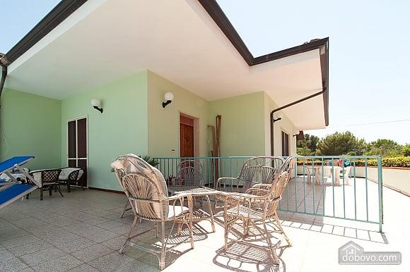 Вилла с бассейном и просторным садом, 2х-комнатная (85365), 016