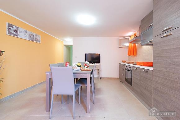 Вилла с бассейном и просторным садом, 2х-комнатная (85365), 018